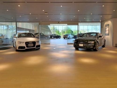 Morton Grove Audi second level showroom